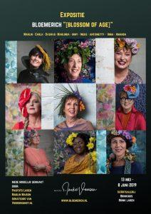 Flyer aankondiging expositie Bloemerich Blossom of Age met foto's van 9 vrouwen uit Laren NH