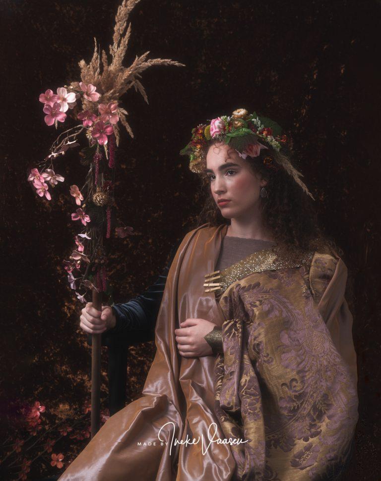 Flora (Saskia) de vrouw van Rembrandt, anno 2019 op de foto expositie van Ineke Vaasen tijdens Door de bank genomen - Kunstwerk in uitvoering expositie in Laren NH