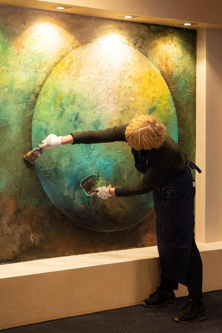 Wandschildering van Karen van de Berg op de Door de bank genomen expositie in Laren NH