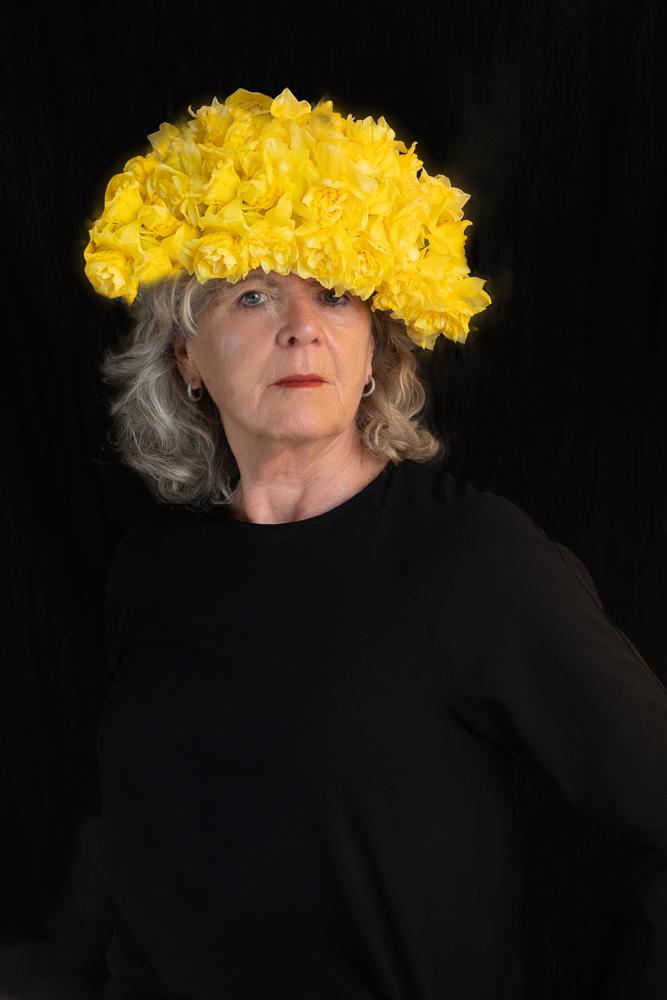 Bolhoed van gele bloemen