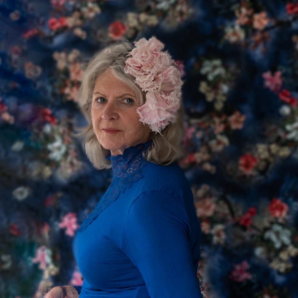 Zelfportret met diadeem van bloemen